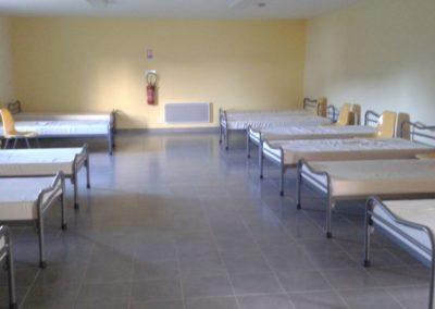 salle-couchage-lit-blanc-400x284